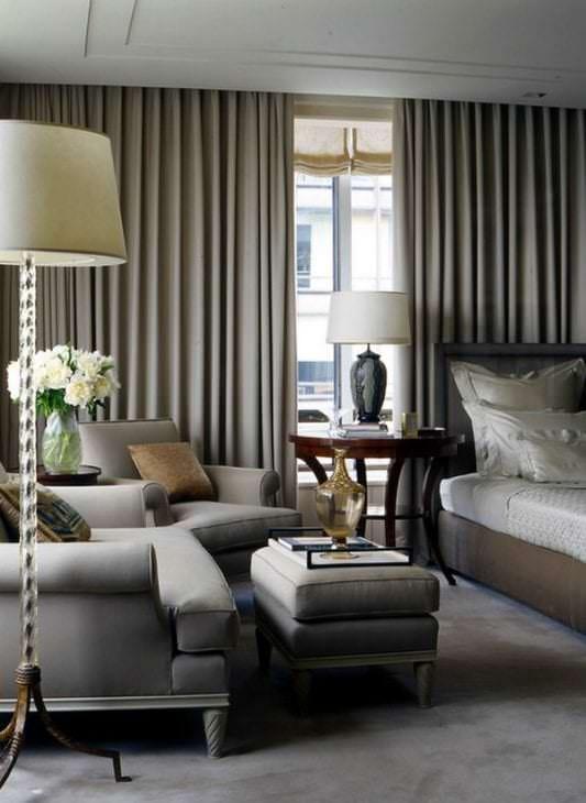 Занавески бежевого цвета в спальню в классическом стиле