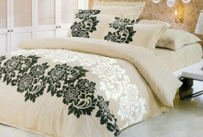 Бежевое постельное белье с узором