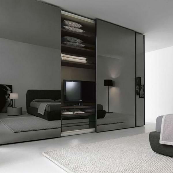 smoke-glass-sliding-door-wardrobe-logo