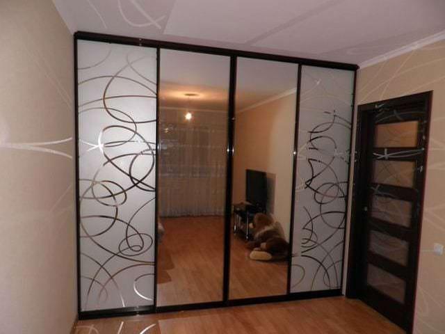 двери купе с рисунками для гардеробной