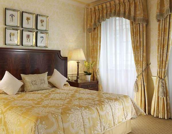 Занавески с ламбрекенами в спальню