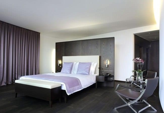 Занавески в стиле хай-тек в спальню