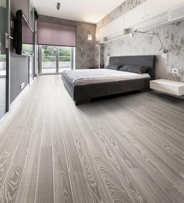 Ламинат в спальне на полу