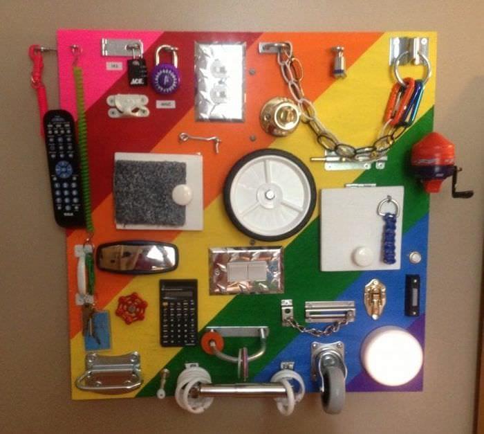 Доска с замочками, или «пульт управления» для ребенка своими руками(фото примеры)