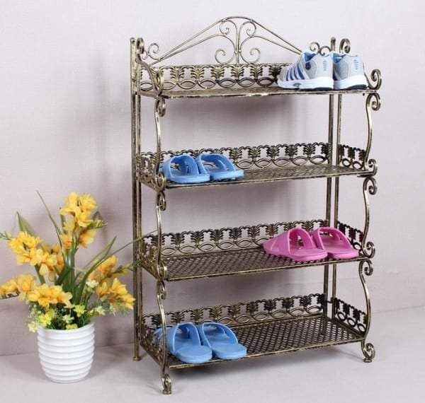 Металлическая этажерка для обуви как предмет поддержания порядка в прихожей