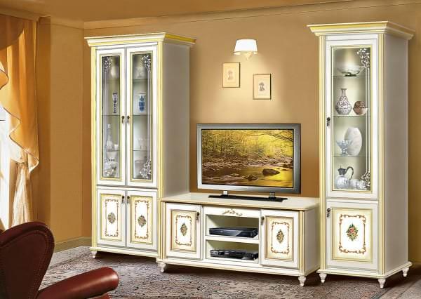 Дизайн тумбы под телевизор в классическом стиле