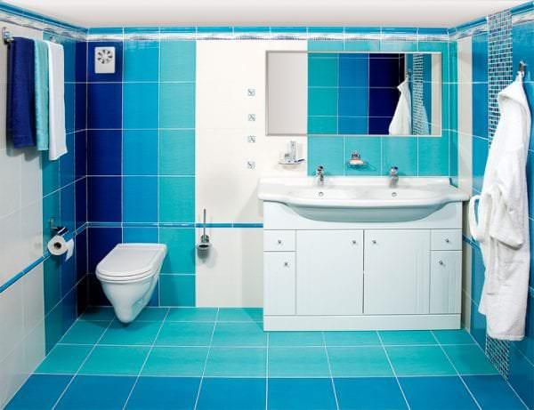 небольшой вытяжной вентилятор в ванную комнату