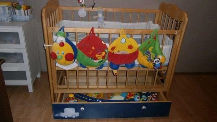Детская кровать с встроенными нижними ящиками для белья