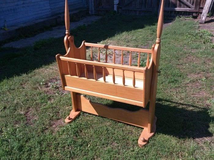 Маленькая детская кроватка для новорожденного малыша