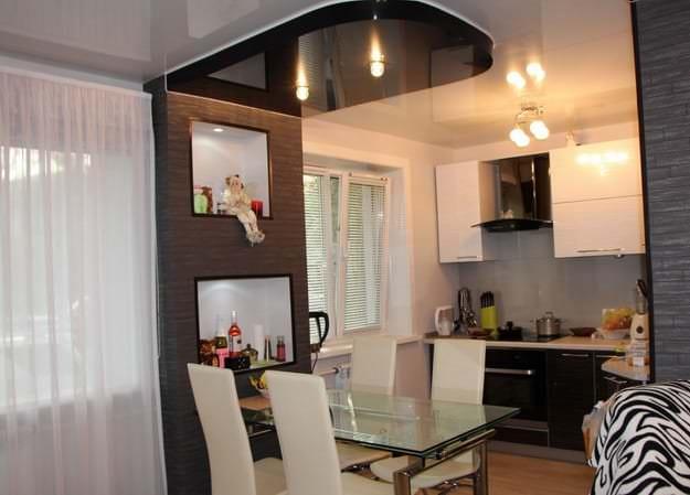 Фото дизайна современной кухни-гостиной с точечной подсветкой