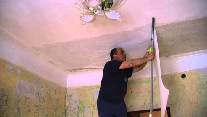 Технология грунтовки стен и потолка перед поклейкой обоев