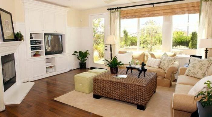 Камин для светлой и современной гостиной в квартире