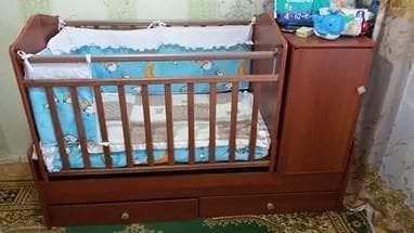 Детская кровать трансформер с встроенным пеленальным столиком