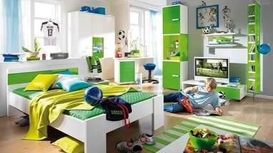 Детская кроватка с встроенным пеленальным столиком и просторными ящиками