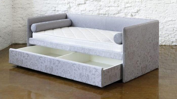 Стильная кровать трансформер в светлом оттенке