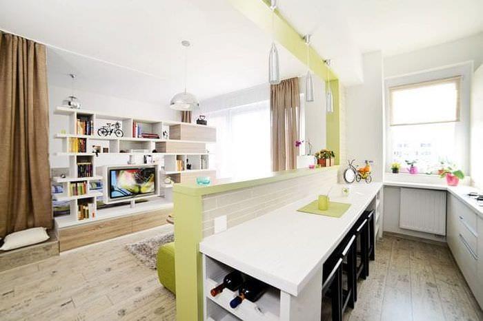 Кровать в кухне-гостиной
