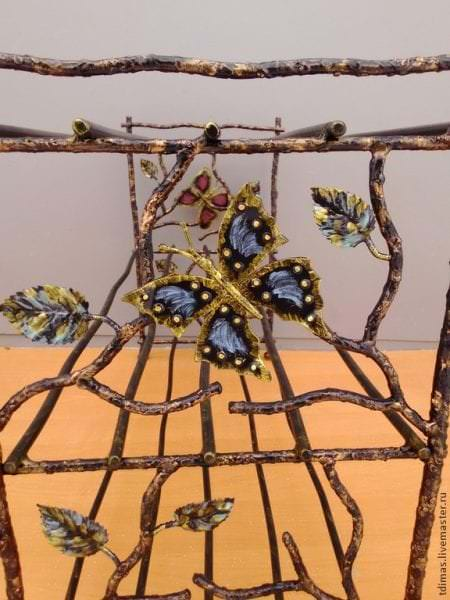 этажерка в форме дерева из металла