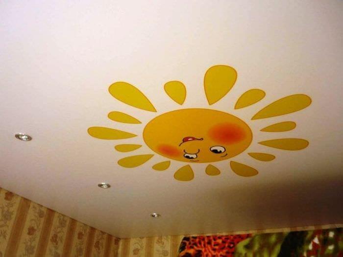 Вариант натяжного потолка для детской комнаты