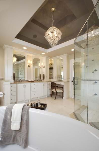 Плюсы и минусы натяжного потолка в ванной
