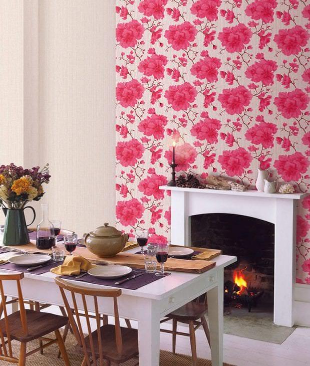 Обои Эрисман с яркими розовыми цветами для стильной спальни
