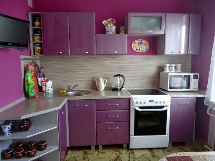 Обои для маленькой кухни в фиолетовом благородном цвете