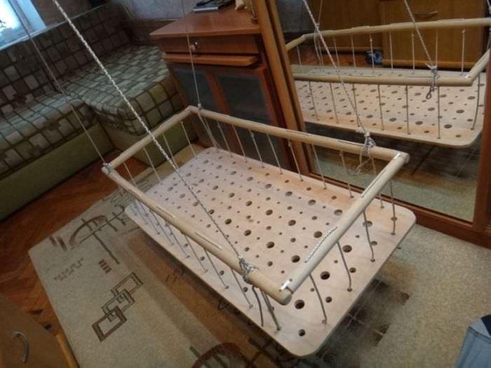 Подвесная деревянная детская кроватка своими руками для крупногабаритной спальни