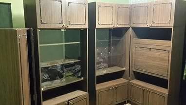 Классическая витрина для посуды в гостиной
