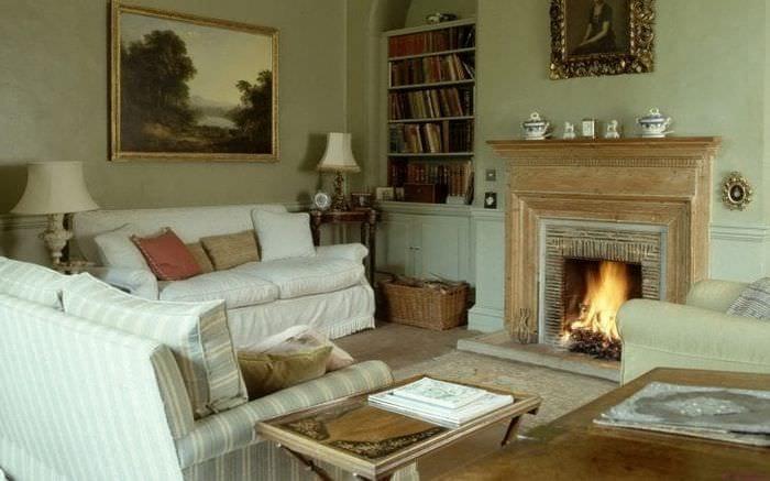 Дизайн камина для небольшой гостиной с зоной для чтения