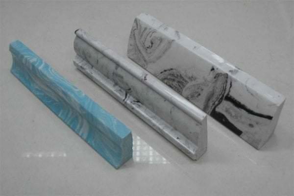 керамический плинтус для ванной в дом