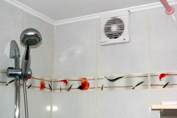 правильное размещение вытяжного вентилятора в душевую
