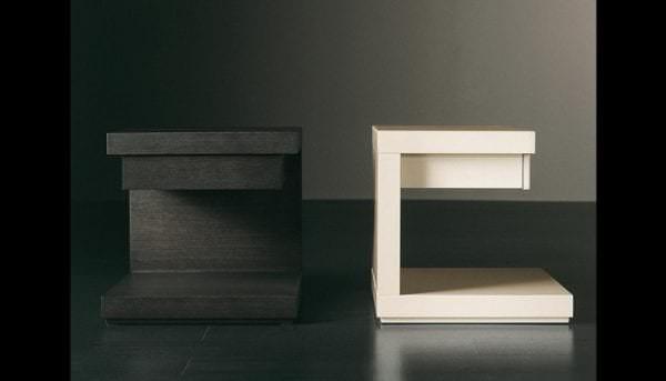 прикроватные столики для комнаты
