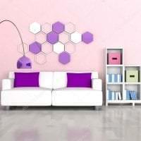 светлый диван в дизайне комнаты фото