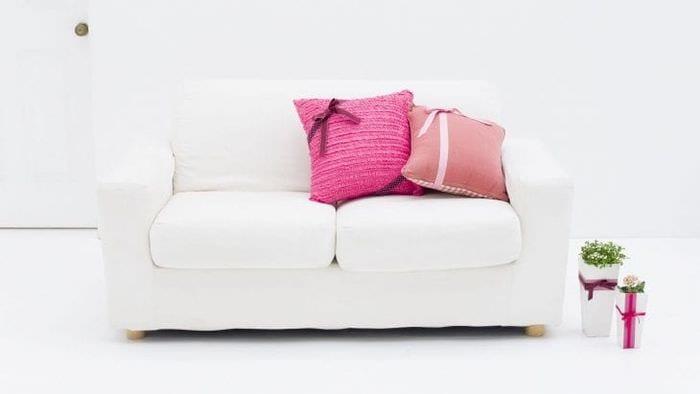 белый диван в стиле прихожей