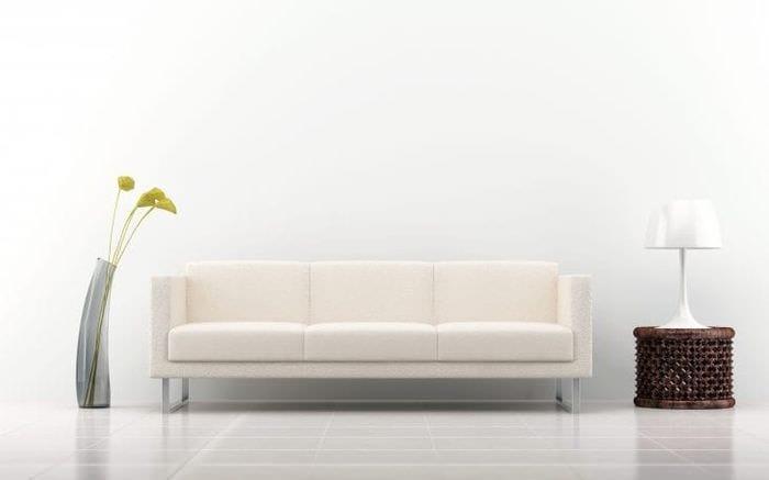 светлый диван в дизайне спальни