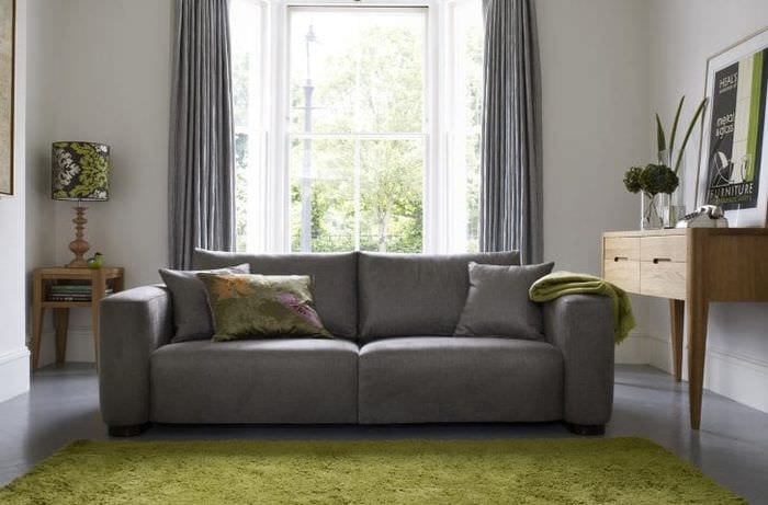 белый диван в стиле комнаты