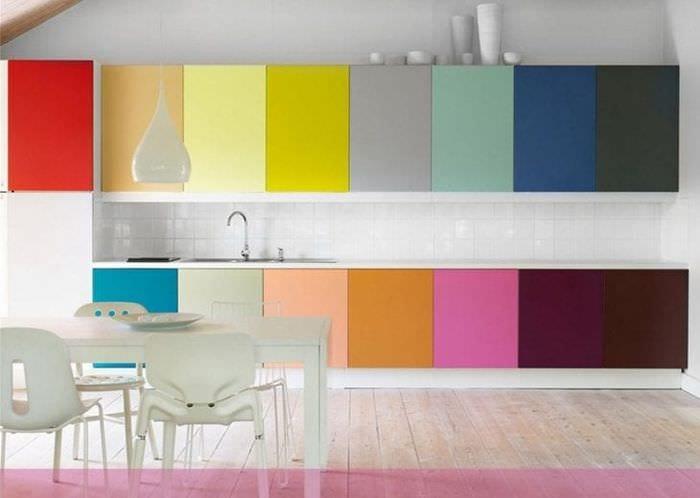 цветная прихожая комната дизайн