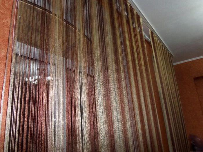 светлые шторы нити в стиле спальни