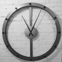 деревянные часы в спальне в стиле хай тек картинка