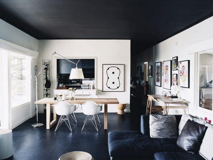 натяжной черный потолок в декоре дома