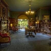 интерьер спальни в стиле стимпанк с деревянным паркетом картинка