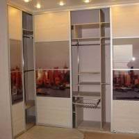 интерьер углового шкафа в спальне из дерева картинка