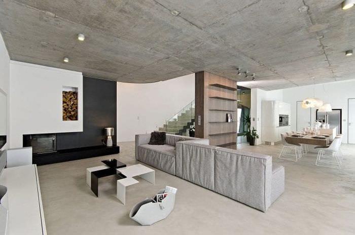 отделка потолка с бетоном в комнате