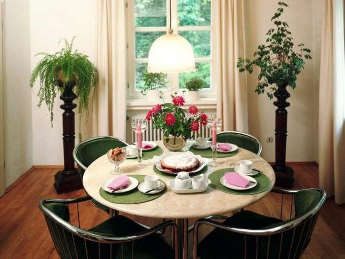 искусственные цветы в стиле гостиной