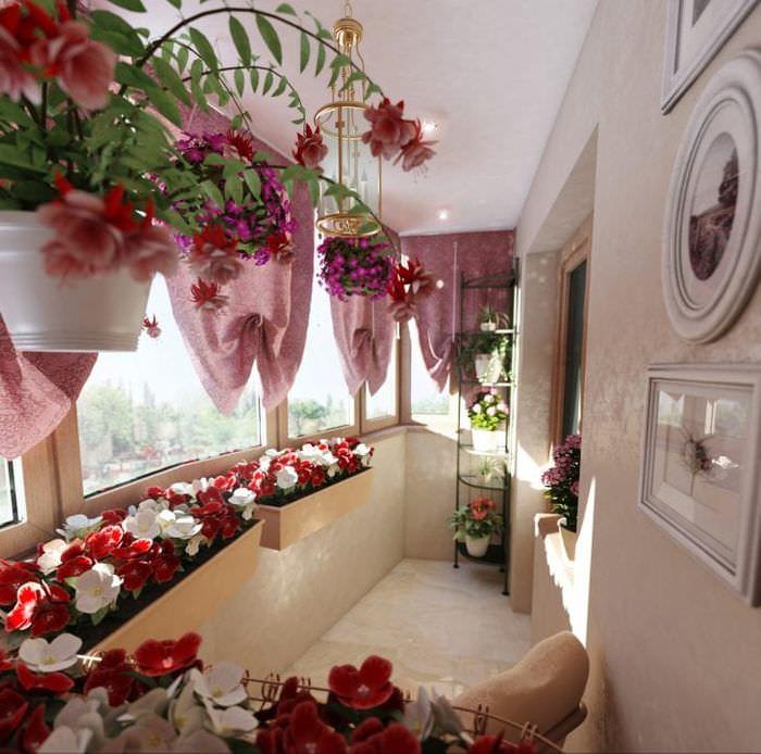 искусственные цветы в декоре прихожей