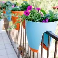 шикарные цветы на балконе на перемычках дизайн фото