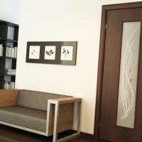 яркий белый дуб в дизайне коридора фото