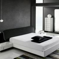 деревянный черный потолок в интерьере гостиной картинка