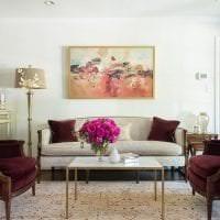 яркий цвет марсала в интерьере спальни фото
