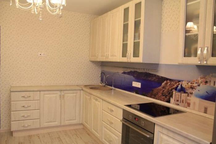 красивый дизайн бежевой кухни в стиле классика