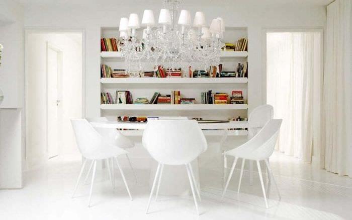 красивый интерьер спальни в белом цвете